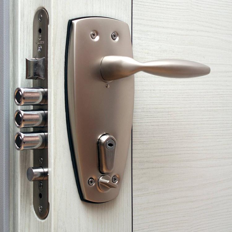 Если защёлку закрыть изнутри, снаружи отомкнуть дверь уже не получитсяФОТО: spb-key.ru