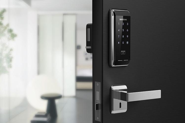 Смартлок – это дверной замок нового поколения с электронной начинкойФОТО: interiorcom.ru