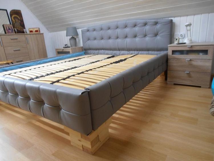 Основание кровати и изголовье можно оббить кожзаменителем или тканьюФОТО: cdn.mycrafts.ru