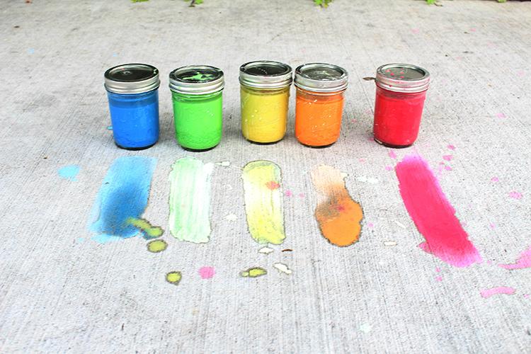 Основу составляют мел и водаФОТО: lovejoyglitter.com