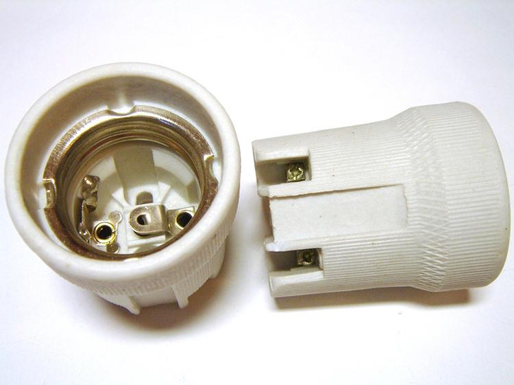 В первую очередь, вам потребуется патрон для лампы с обычным или узким цоколемФОТО: elektrikaup.ee