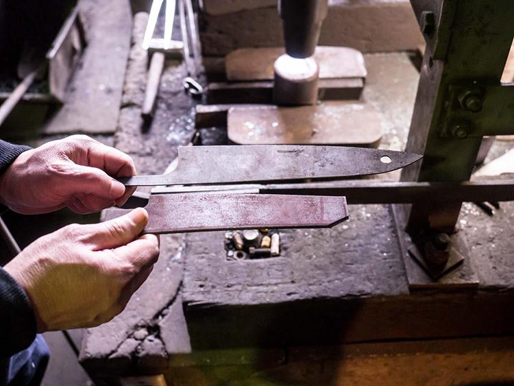 Сделать нож в домашних условиях не так уж и сложно, только если вы не хотите кованую модельФОТО: cdn3.hype.ru