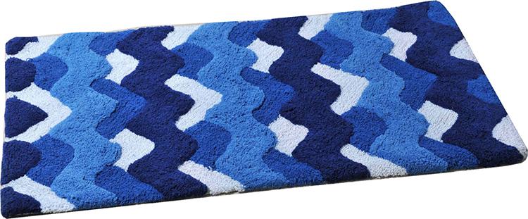 Преимущества зависят от используемых для изготовления коврика в ванную материаловФОТО: vannayasovety.ru