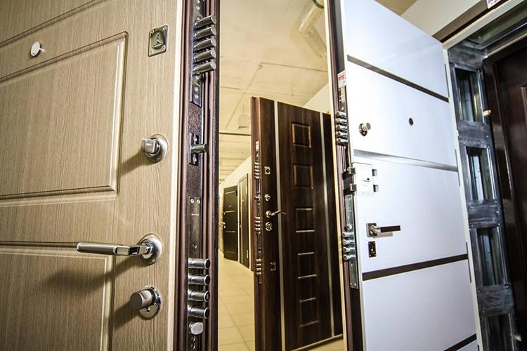 Сегодня все продаваемые двери уже оборудованы замкамиФОТО: viplawyer.ru