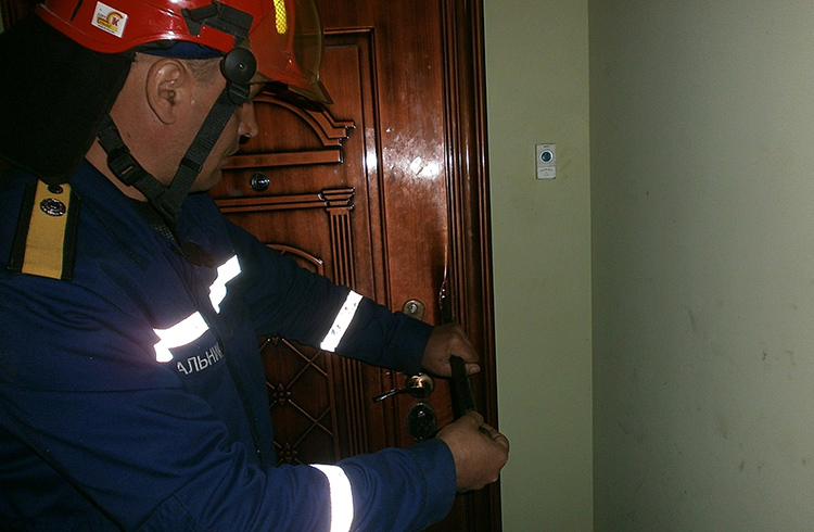 Своевременная замена личинки спасёт владельца от порчи двери при вскрытииФОТО: nikatv.ru