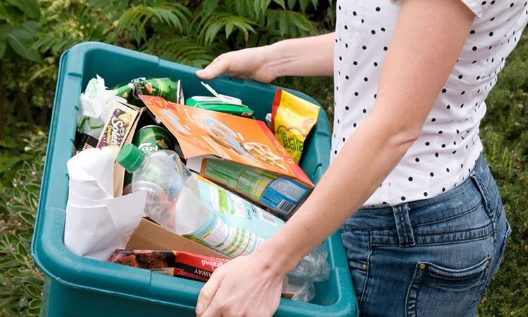 Чтобы максимально оттянуть срок очистки канализации, необходимо не допустить попадания в неё неорганического мусора, который можно утилизировать другим доступным способом: сжиганием или вывозом на свалкуФОТО: i.guim.co.uk