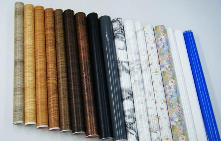 Производители предлагают широкое многообразие расцветок: от имитации натуральных материалов до дизайнерских узоров и орнаментовФОТО: vseme.ru