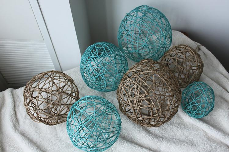 На каркас можно повесить много шариков из ниток, оставляя конструкцию открытойФОТО: 2.bp.blogspot.com