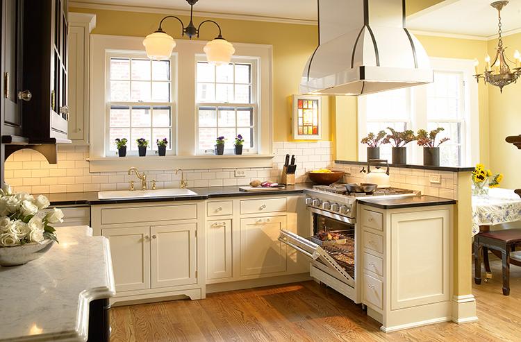 Кухня с островным расположением плиты достаточно удобнаФОТО: kitchen.interiostory.com.ua