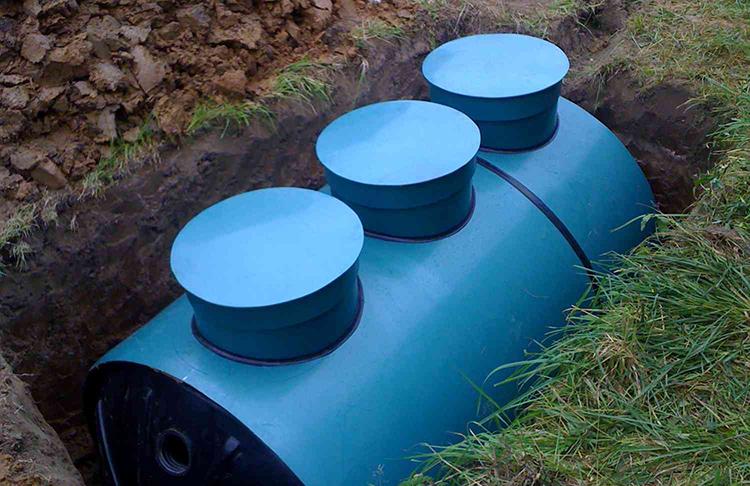 Расчёт периодичности очистки герметичных резервуаров: нужно просто разделить показатели объёма на суточное потребление водыФОТО: stroikairemont.com