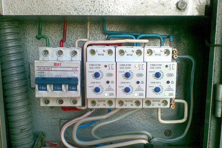 Реле контроля фаз требует хорошей вентиляции в распределительном щиткеФОТО: mastergrad.com
