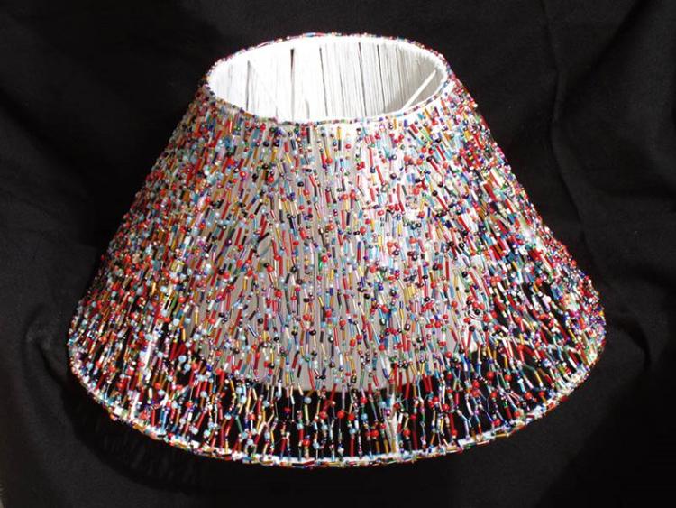 Бусины красиво смотрятся на лампе, когда горит светФОТО: stroy-okey.ru