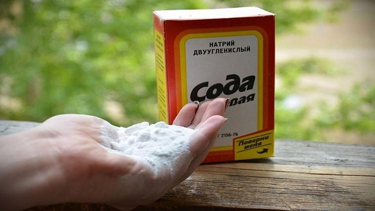 Особенно эффективна сода для белых вещей, которые одновременно отбеливаются под её воздействиемФОТО: historyclothing.ru