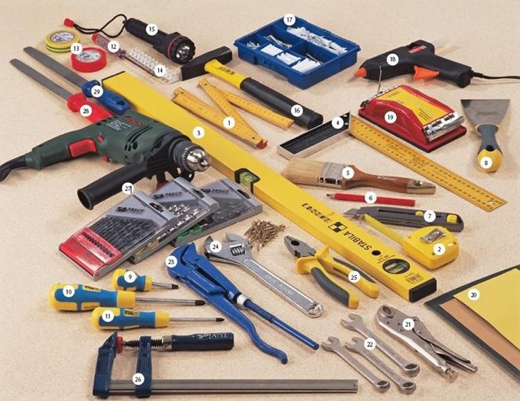 Инструменты для изготовления кровати из дереваФОТО: benzopilatut.ru