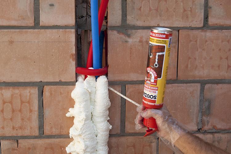 Так можно утеплить небольшой отрезок трубыФОТО: prorab.help