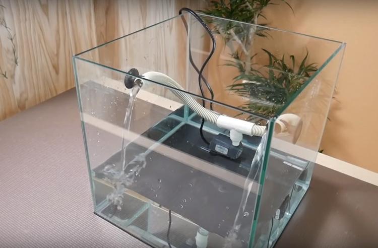 Проверьте работу насоса: наберите воды примерно на треть аквариума и включите устройство: одно должно без проблем поднимать воду на нужную высоту