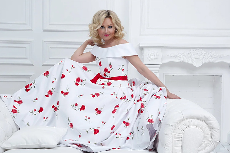 Красивая и яркая актриса Ирина Климова в быту предпочитает классику и пастельные тонаФОТО: yandex.uz