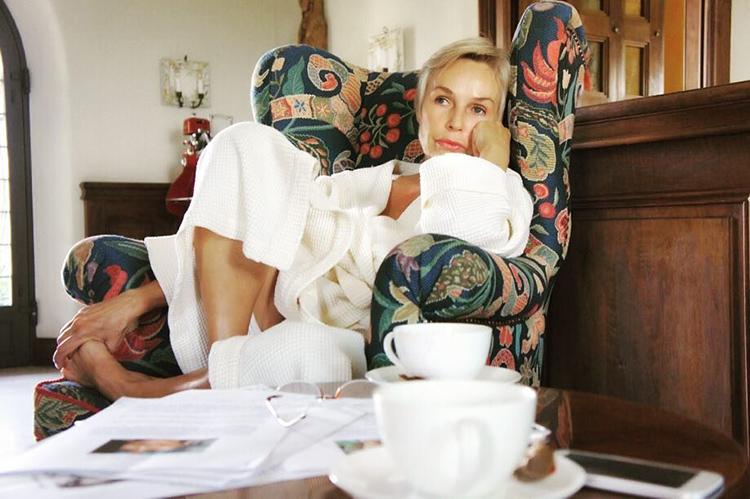 Яркие узоры на обивке мебели прекрасно вписываются в южный интерьер домаФОТО: remoskop.ru