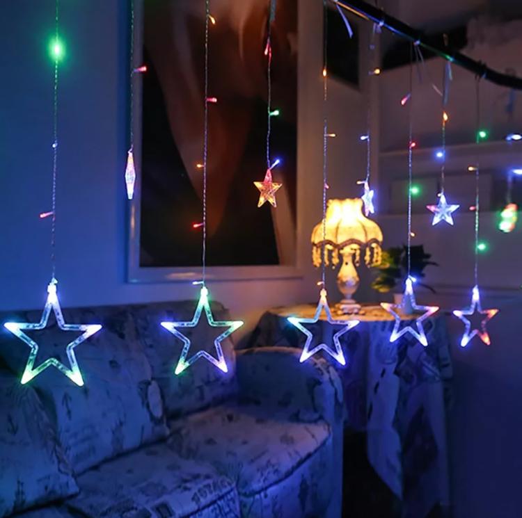 Можно украсить подоконник таким образом, чтобы праздничная атмосфера передавалась и тем, кто наблюдает за вашим домом с улицыФОТО: ae01.alicdn.com