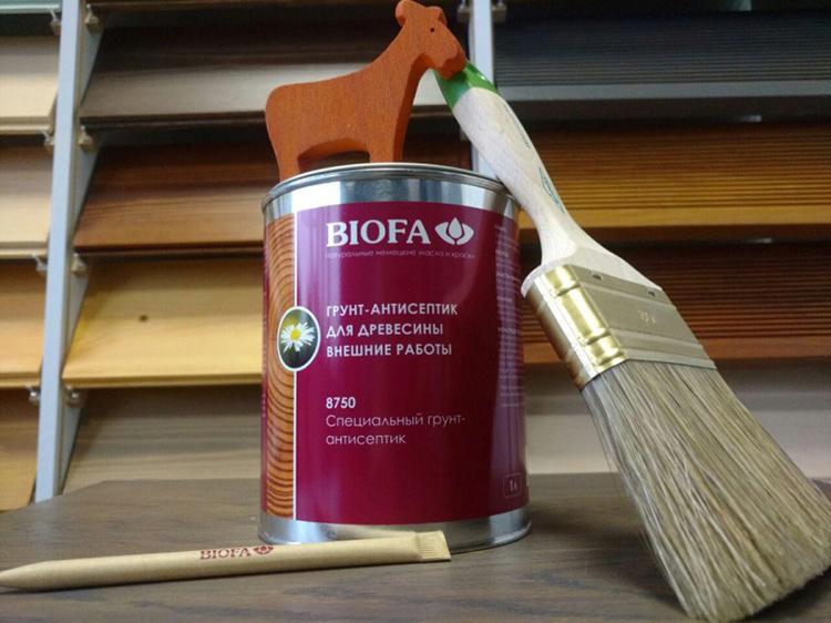 Ряд защитных смесей можно использовать и как грунтовку под покраску – подобный симбиоз весьма удобен и экономичен