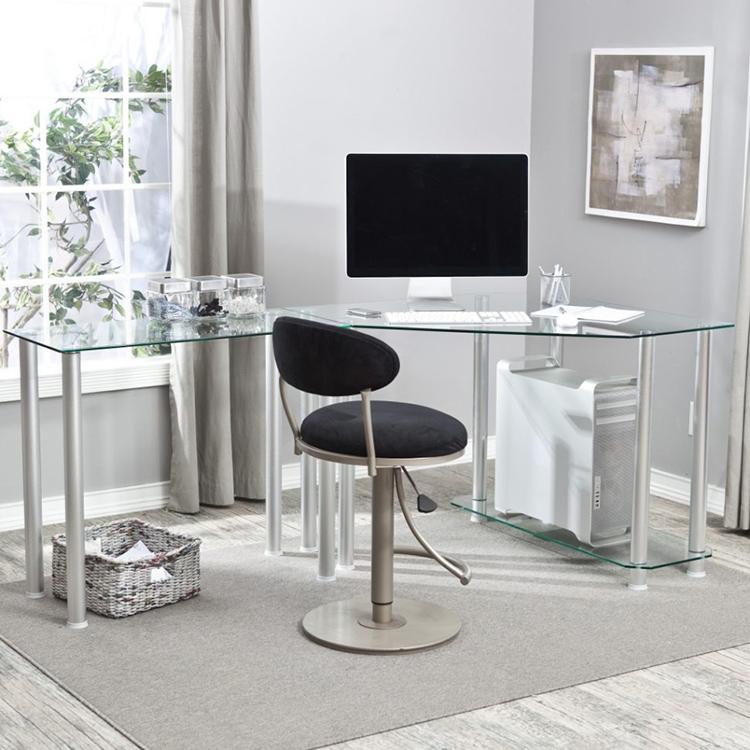 Стеклянный стол смотрится красиво и современноФОТО: koffkindom.ru