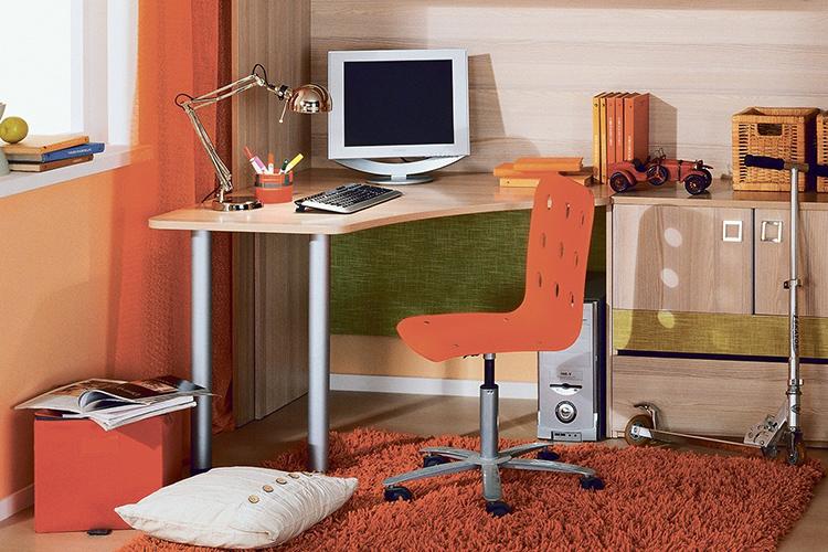 Угловые столы могут иметь разную конфигурацию и функциональностьФОТО: hoff.ru