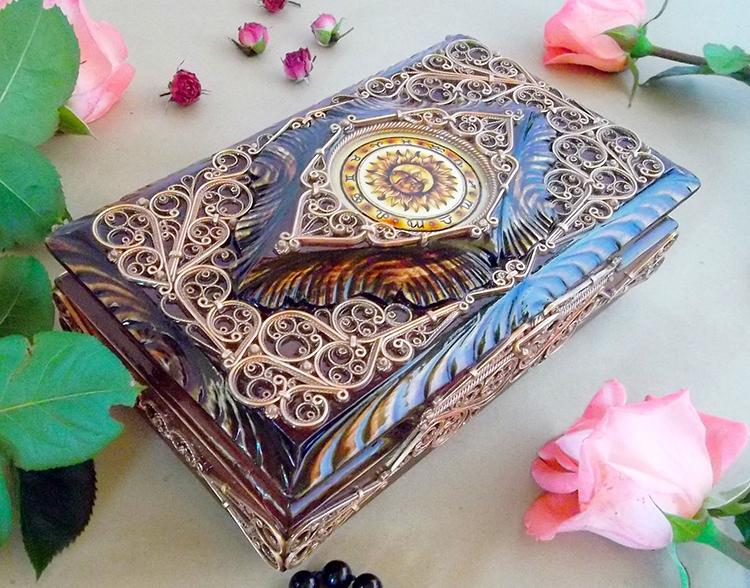 И ещё одно замечание – шкатулки намного красивее коробок, даже если те оформлены росписью или другим художественным образом. Всё дело в более сложной формеФОТО: cs1.livemaster.ru