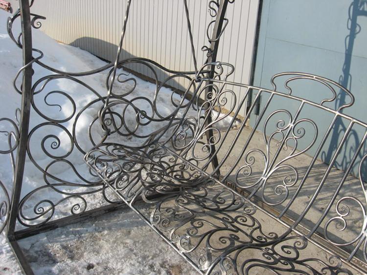 Освоив ковку и сварку металла, вы сможете создавать и более изощрённые декоративные элементы
