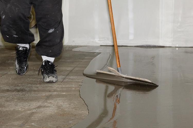 Наливной пол применяется как в жилых, так и в строительных помещениях