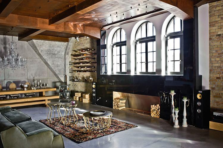 Здесь вы встретите ничем не прикрытые бетонные стены во всей их простоте или кирпичную кладку, подчёркивающую городской стиль