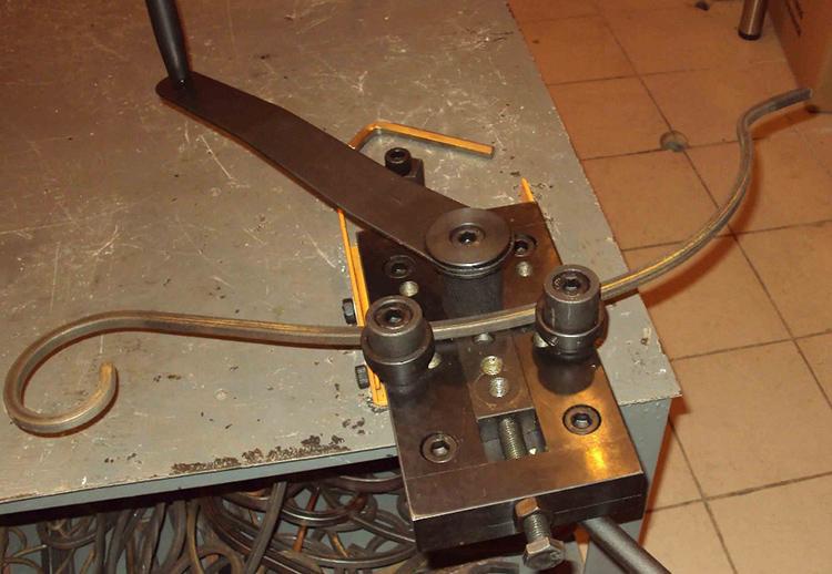 Учтите, что тяги свыше 12 мм вряд ли поддадутся ручной холодной ковке в Гнутике