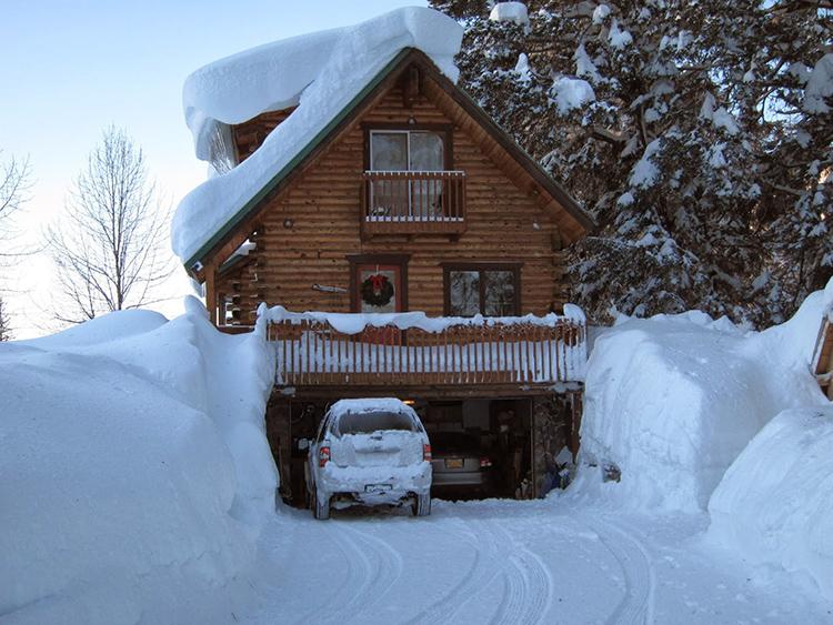 Зачастую критерием для выбора высоты цоколя является максимальная высота снежного покрова зимойФОТО: 1.bp.blogspot.com