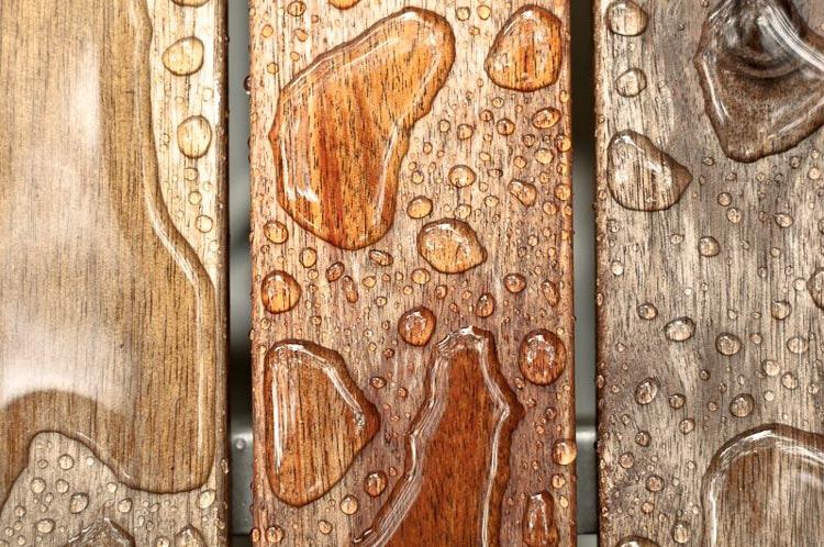 От влагостойкости древесины напрямую зависит её «выживание» в различных климатических условиях
