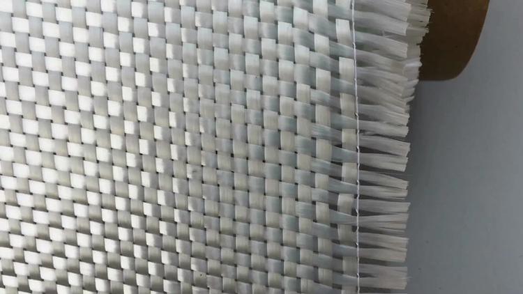 А модели, предназначенные для стен, переплетены из нитей разной толщины с более или менее выраженным рисунком
