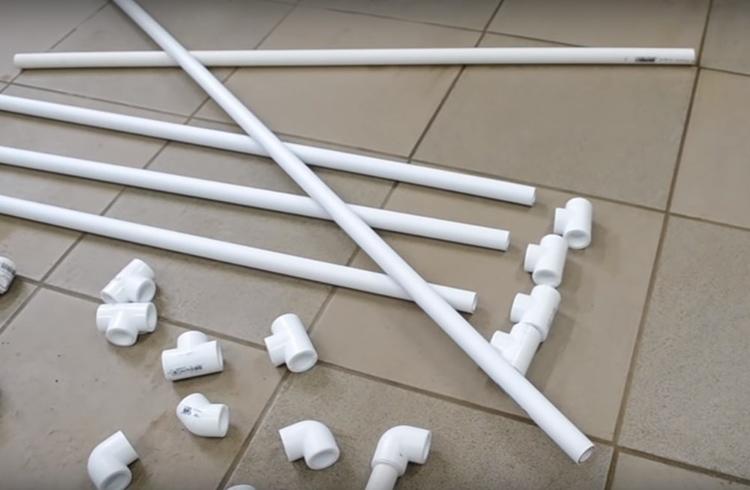 Чтобы собрать сушилку, вам потребуются отрезки труб длиной, равной ширине вашего радиатора, а также тройники и уголки для их соединения