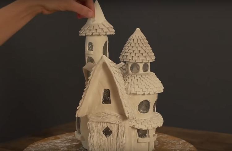 Чем больше мелких декоративных деталей вы добавите, тем лучше будет смотреться готовое изделие