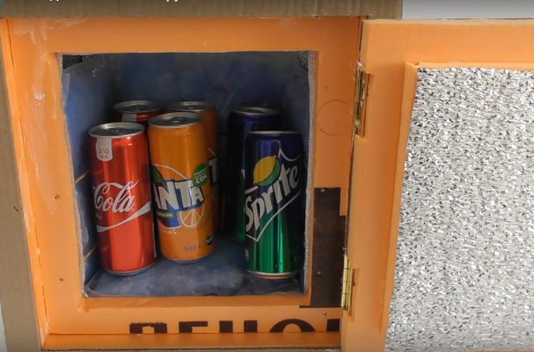 Холодильник может получится и не слишком красивый, зато очень удобный и практичный. Главное – не забыть перед поездкой заморозить пакеты с гелевыми гранулами