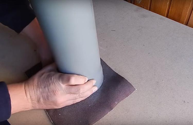 Место среза обязательно следует обработать от заусенцев и отшлифовать наждачной бумагой. Чтобы органайзер был устойчивым важно проследить за тем, чтобы срез был идеально ровным и горизонтальным