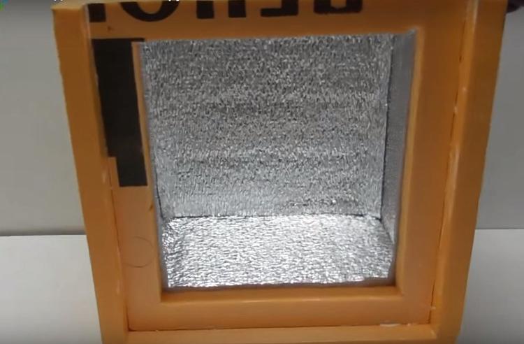 Внутреннюю часть короба нужно обклеить фольгированным изолоном для лучшей термоизоляции. С таким «пирогом» наружная температура уже не будет иметь никакого значения