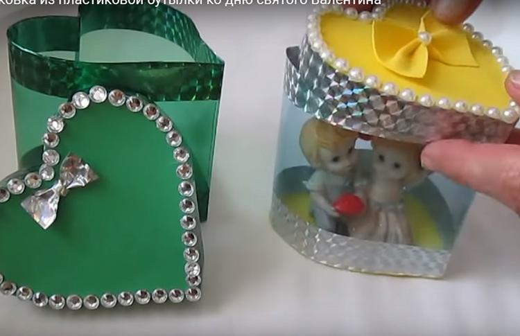 Подарочная шкатулка готова. Вы можете разместить в ней свой подарок. Она так понравится новому владельцу, что он обязательно оставит её на своем столике