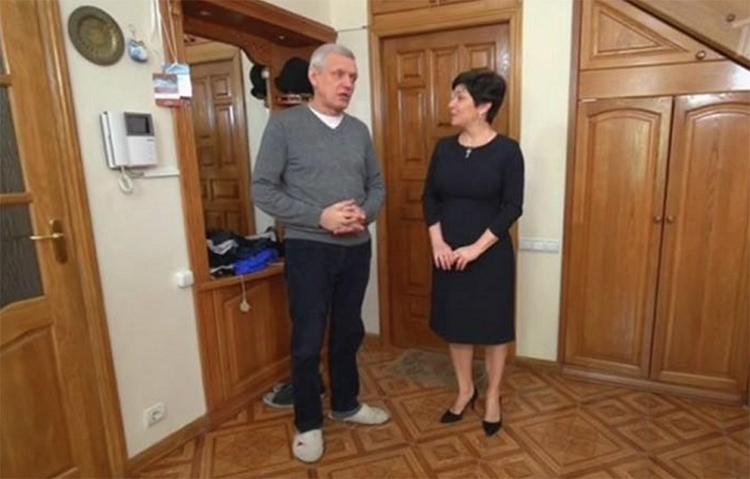 Александр Галибин с супругой обратились за помощью в оформлении комнаты к дизайнерам известной программыФОТО: starhit.ru