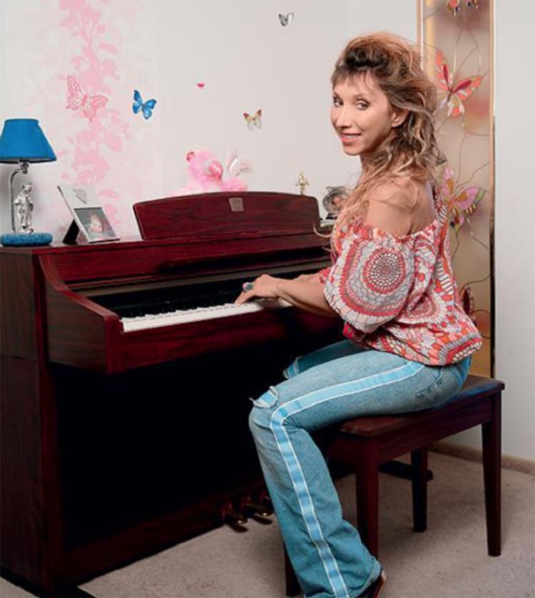 Елена часто устраивает музыкальные вечера для друзей и близкихФОТО: yandex.com.tr