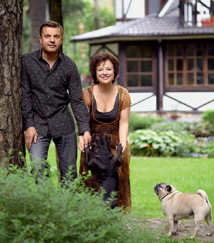 Дом Леонида Парфёнова идеально вписался в живописную природу ПодмосковьяФОТО: m.123ru.net