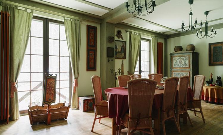 Гостиная-столовая оформлена в нежной светло-зелёной гаммеФОТО: liveinternet.ru