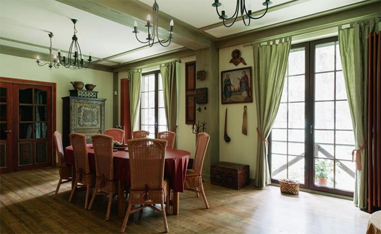 Столовую украшают старинные предметы домашней утвариФОТО: the-village.ru