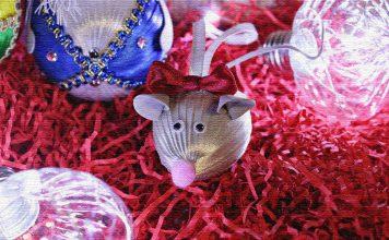 Самое смешное новогоднее украшение в форме мыши