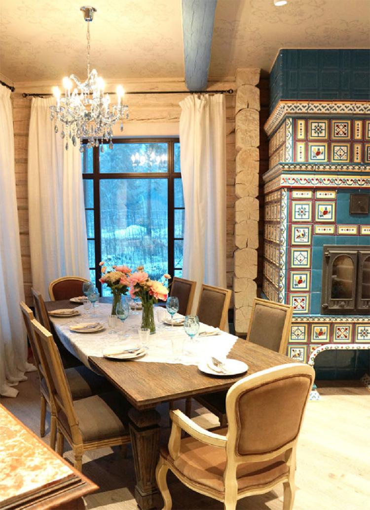 Цвет потолочных балок перекликается с декором в гостинойФОТО: fashion-int.ru
