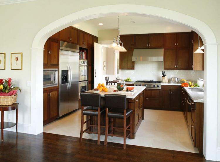 Можно сказать, что вы лишаете себя возможности уединения, а в месте с тем, позволяете кухонным ароматам беспрепятственно просачиваться в остальные зоны квартиры
