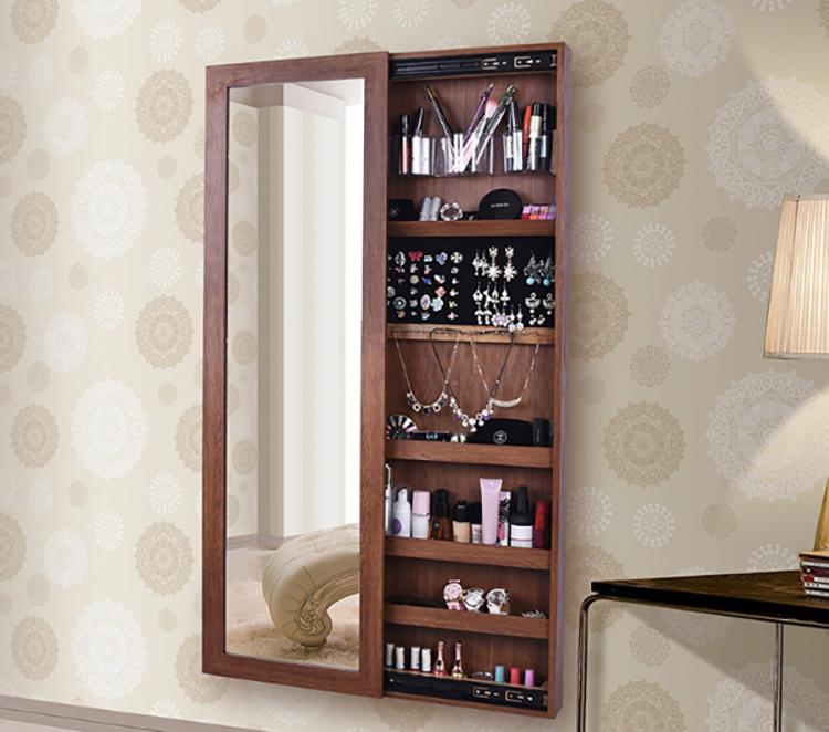 В такое зеркало можно разместить бижутерию или парфюмерию