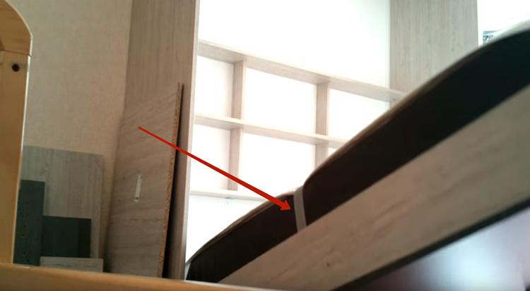 Матрас был куплен под размер короба. А его, в свою очередь, мы собирали под высоту шкафа, всё довольно просто
